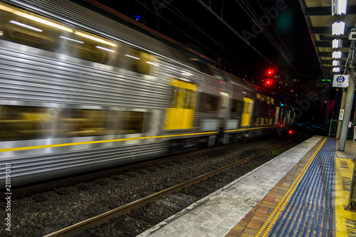 Foto auf AluDibond Bahnhof Train Station Sydney, Australia at night