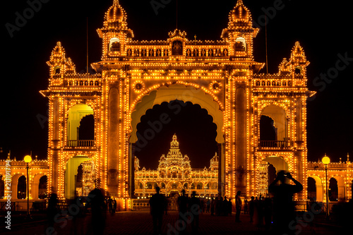 Papiers peints Con. Antique View of Mysore Palace entrance iluminated at night, also known as Ambavilas Palace, Karnataka, India