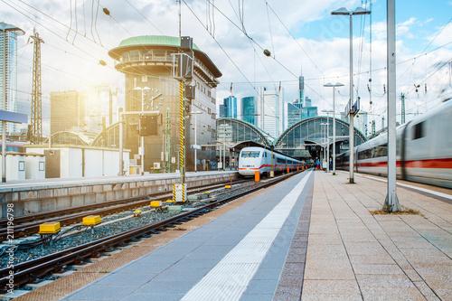 Plakat Pociąg odchodzi ze stacji