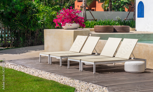 Fotografia, Obraz Sunbathing lounger swimming pool side
