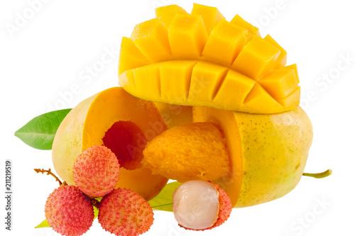 litchis et mangues mûres