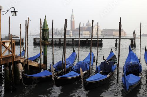 Plakat Gondole na placu Świętego Marka, Wenecja, Wenecja Euganejska, Włochy, Europa