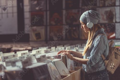 Spoed Foto op Canvas Muziekwinkel Young girl with headphones indoors