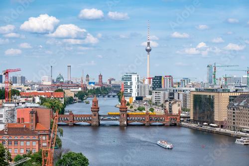 Poster Berlin Berlin Luftaufnahme mit Oberbaumbrücke und Fernsehturm
