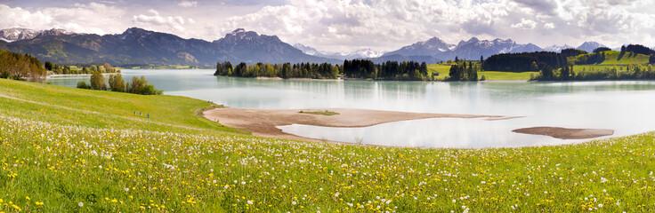 Naklejka Panorama Landschaft im Allgäu in Bayern am Forggensee