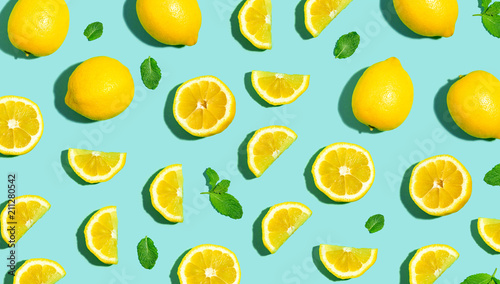 Foto op Plexiglas Vruchten Fresh lemon pattern on a bright color background flat lay