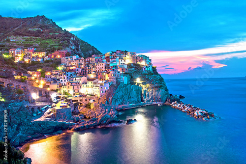 Foto op Aluminium Bergen Magical beautiful landscape with bright colored houses on the rock on the sea coast of Manarola in Cinque Terre, Liguria, Italy, Europe in the evening