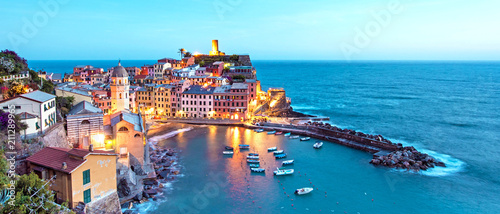 Foto op Aluminium Pool Magical landscape with boats in the bay and colored houses on the rock in Vernazza, Cinque Terre, Italy, Europe