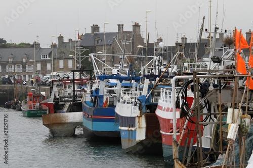 chalutiers dans le port de Barfleur,Cotentin,Normandie