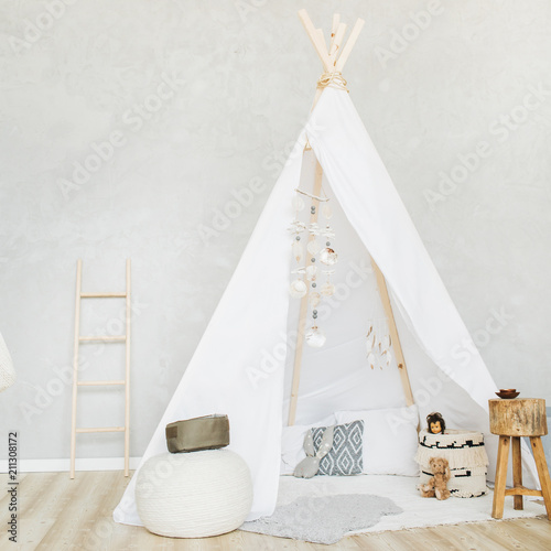 Fotografía  Decorative boho styled cozy hut with decor