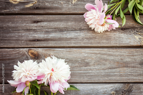 Poster de jardin Dahlia Bunch, bouquet of pink peonies on a wooden background. Frame of flowers. Colorful background
