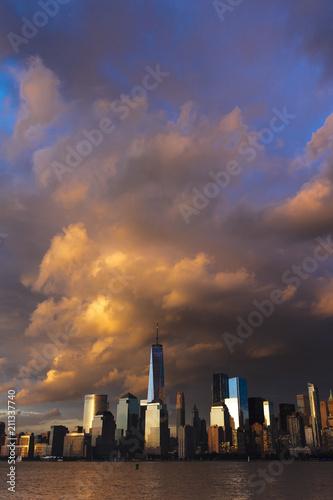 Photo  JUNE 4, 2018 - NEW YORK, NEW YORK, USA  - New York City Spectacular Sunset focus
