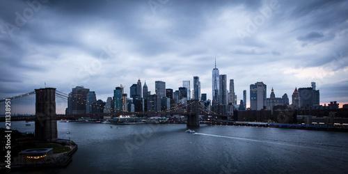 czerwiec-2-2018-r-new-york-new-york-usa-nowy-jork-i-east-river-przedstaw