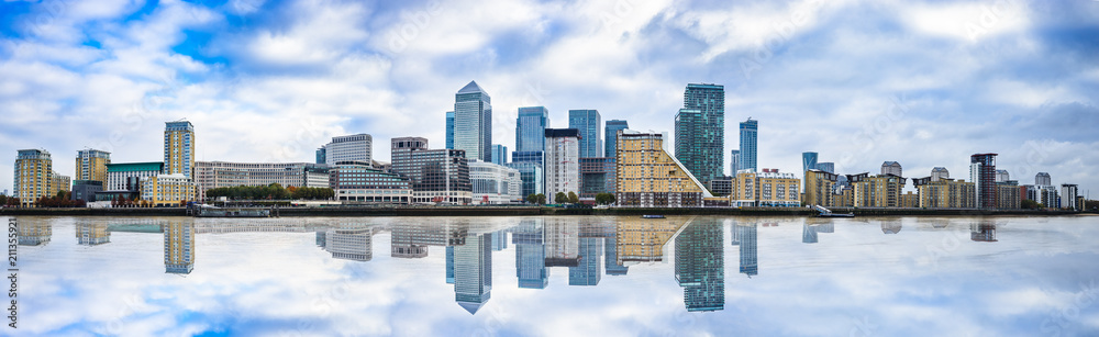 Fototapety, obrazy: Panorama of Canary Wharf business district with water reflection