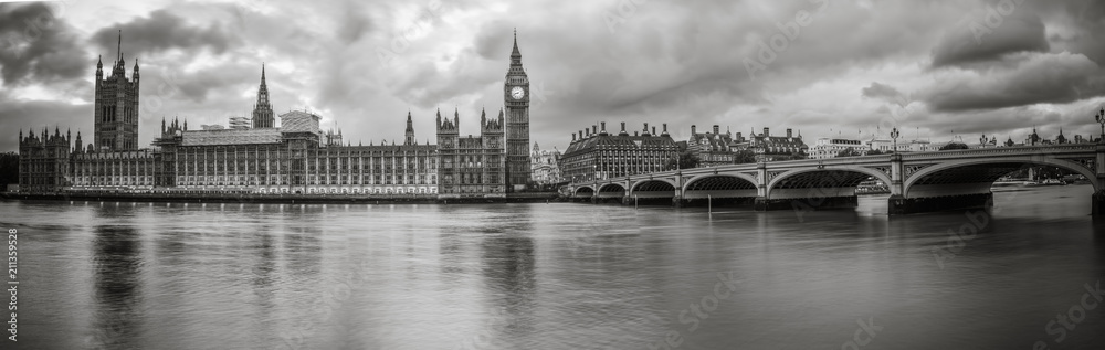 Fototapeta Waterfront view of Palace of Westminster in black and white
