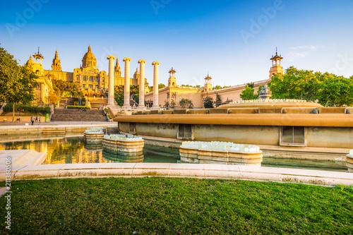 Foto auf Leinwand Barcelona National Palace near magic fountain