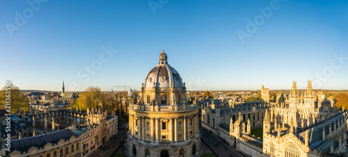 Fotografía Aerial view of the Oxford University City viewed from the top tower of St Marys