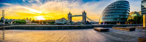 Foto op Plexiglas Londen Riverside sunrise panorama of London landmarks