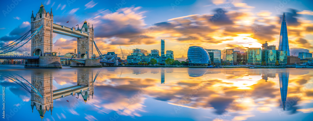 Fototapety, obrazy: Sunset panorama of Tower Bridge with reflections in London, UK