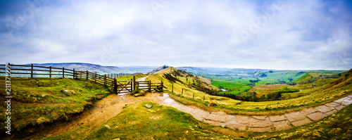 Foto op Plexiglas Blauwe hemel Landscape panorama of Mam Tor and Lose Hill in Peak District