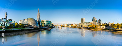 Foto op Aluminium London London skyline panorama with reflections viewed from the Tower Bridge