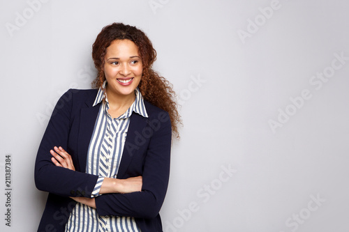 Fotografía  young business woman smiling against gray background