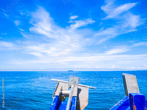Fotografia  Front of Boat heading to the sea,Idyllic ocean with endless horizon in summer va