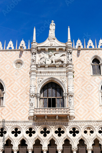 Foto  Closeup exterior of Doge Palace in Venice, Italy