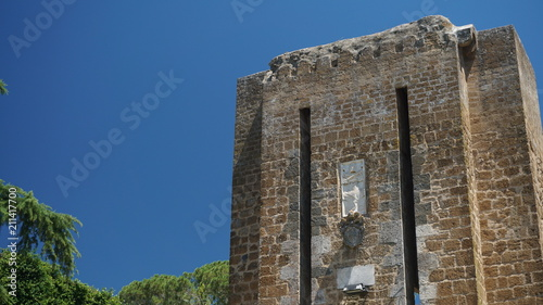 Foto op Aluminium Oude gebouw Ancient walls of a public park in the city of Orvieto on a sunny day