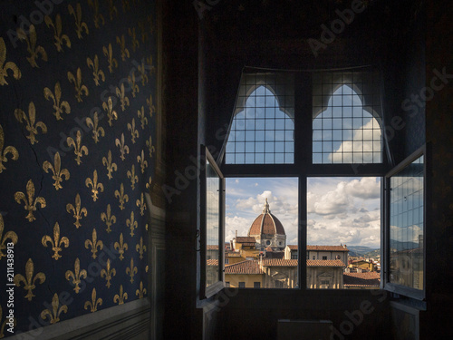 Obraz na plátně A view of the dome of the Florence Cathedral from a room of the Palazzo Vecchio