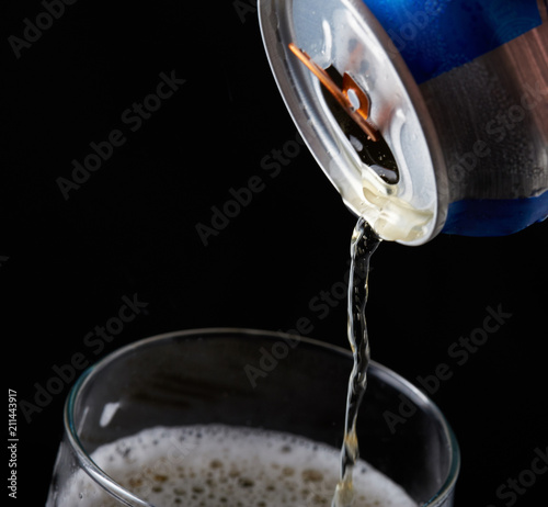 Foto op Plexiglas Bier / Cider Close-up of pouring beer