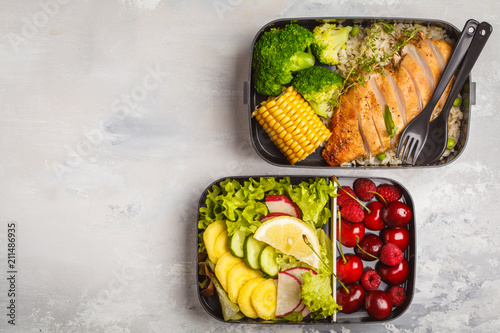 Papiers peints Assortiment Healthy meal prep containers with grilled chicken with fruits, berries, rice and vegetables. Takeaway food.