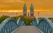 Leinwanddruck Bild - Fahrradbrücke Freiburg Abendrot
