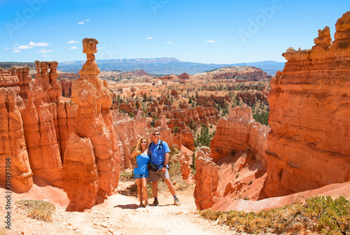 Cuadros en Lienzo People enjoying summer hiking trip  standing next to famous Thor's Hammer hoodoo