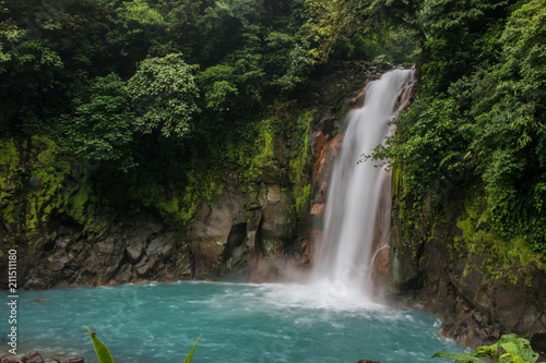 Fototapeten Wasserfalle Rio Celeste waterfall in the forest