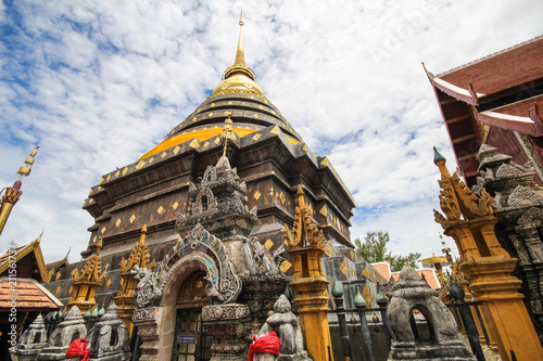 In de dag Bedehuis Wat Phra That Lampang Luang, Lampang, Thailand