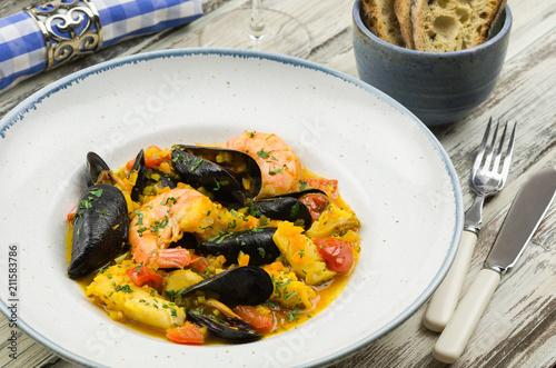 Fotobehang Schaaldieren Homemade italian seafood cioppino. Seafood stew. Bouillabaisse