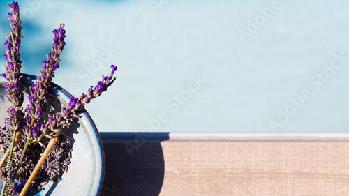 Poster Lavendel lavande et faïence en bord de piscine
