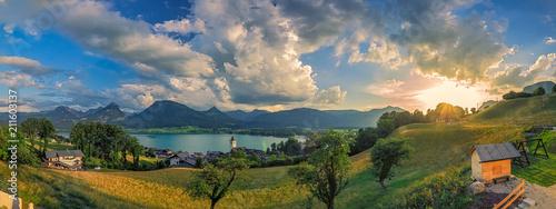Panorama vom Wolfgangsee mit untergehender Sonne und einen herrlichen Bergpanora Canvas Print