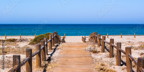 Poster Algérie Wooden walkway to the beach in Almeria Spain