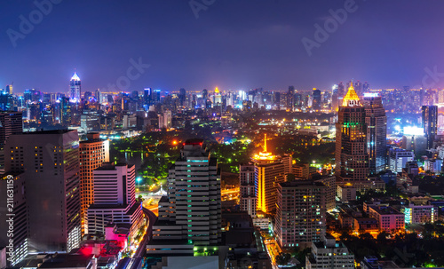 Fotografía  night metropolis cityscape with lighting up and skyline