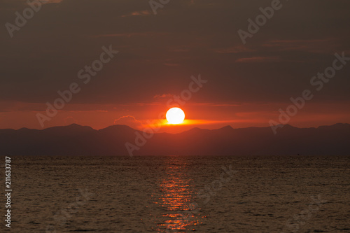 Staande foto Zee zonsondergang Beautiful sunset in tropical sea background.