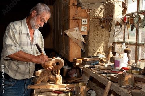 Fotografía Wood worker in old shed