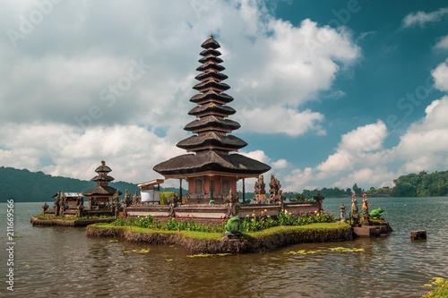 Poster Asia land Pura Ulun Danu Bratan Temple, Bedugul Mountains, Bratan Lake, Bali, Indonesia