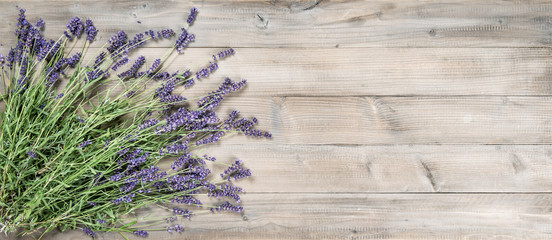 Lavender flowers rustic woo...