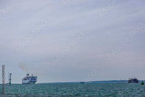 Foto op Canvas Schipbreuk English channel ferry entering the Portsmouth in summer, UK