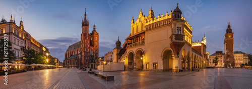 Photo sur Aluminium Cracovie Krakow Market Square, Poland - panorama