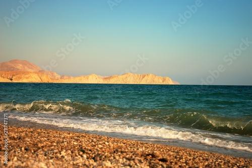 Staande foto Kust Black sea with waves on a pebbled beach