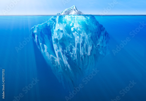 Photo Iceberg in the ocean with visible underwater part