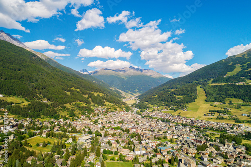 Fotobehang Landschap Bormio - Valtellina (IT) - Vista aerea panoramica